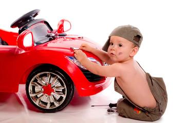 adorable petit mécanicien