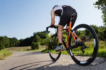 Foto auf Acrylglas Radsport Triathlet auf dem Fahrrad