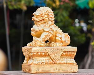 Chinese golden leo sculpture