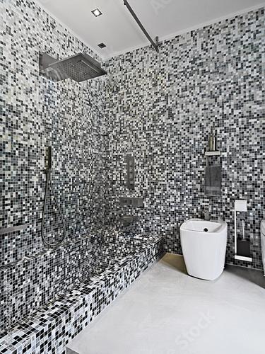 Bagno moderno con doccia e vasca da bagno immagini e fotografie royalty free su - Vasca da bagno immagini ...