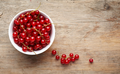 bowl of red currant berries
