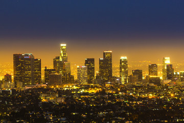 Photo sur Aluminium Los Angeles view to city of Los Angeles from Griffith park in the evening