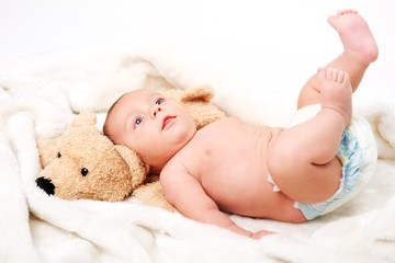 Baby Windel und Kuscheltier