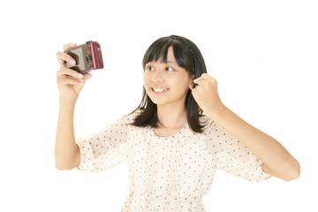 自分の写真を撮る女の子
