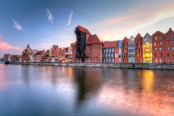 Fotobehang Stad aan het water Old town of Gdansk with ancient crane at dusk, Poland