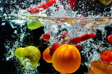 Deurstickers Opspattend water Various Fruit Splash on water