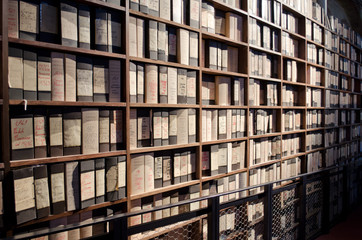 Stores à enrouleur Bibliotheque Archive of old folders and books