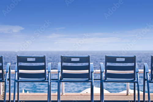chaises sur la promenade des anglais nice france photo libre de droits sur la banque d. Black Bedroom Furniture Sets. Home Design Ideas