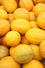Honigmelonen im Hochformat