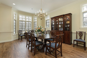Diningroom with cream colored walls