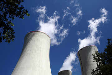 Nuclear power plant, cooling tower