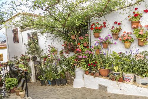 Patio andaluz fotos de archivo e im genes libres de - Un patio andaluz ...