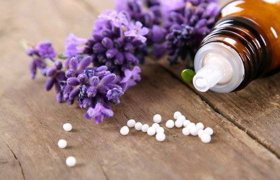 Homöopathische Globuli mit Lavendel