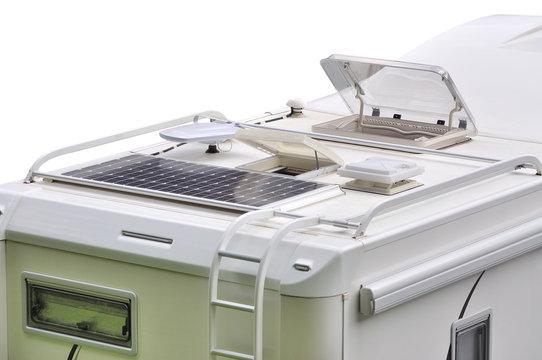 Camper, pannello solare, antenna TV ed oblò