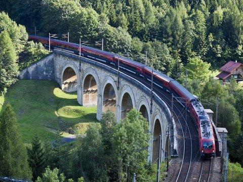 Train running on a viaduct - Semmeringbahn
