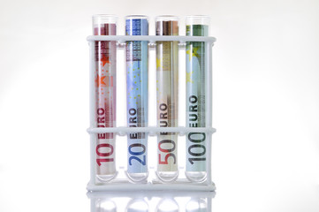 Billetes de euro - Dinero original en fondo blanco