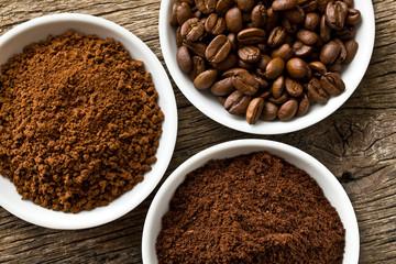 Obraz coffee beans, ground coffee and instant coffee - fototapety do salonu