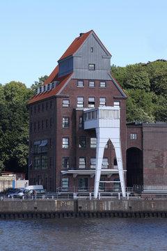 Gewerbeimmobilie an der Elbe, Hamburg