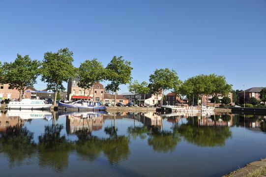 Cambrai, reflets dans le canal