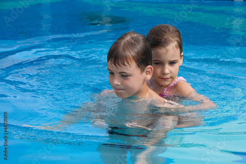 пошли брат и сестра купатся в месте фото
