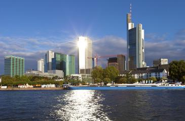 Morgenstund hat Gold im  Mund Skyline in Frankfurt am Main