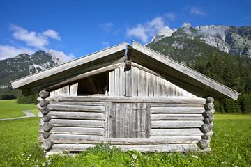 Holzhütte in den Alpen