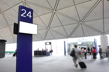departure gate with rush passenger moving