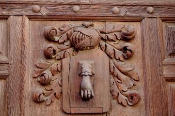 Détails d'une porte sculptée