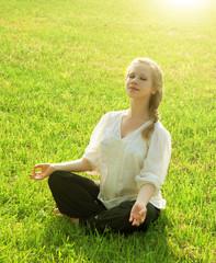 Fototapete - practice yoga outdoors