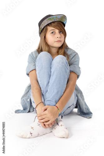 quotadolescente assise avec casquettequot photo libre de droits