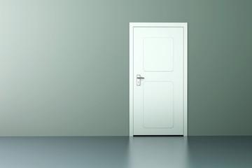 Tür in leerem Zimmer