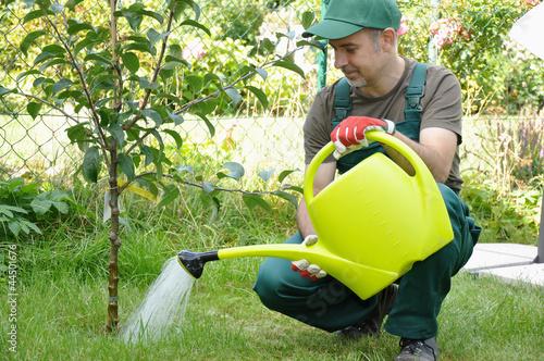Gärtner  Gärtner mit Gießkanne