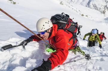 mühsamer Aufstieg im tiefen Schnee