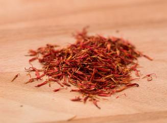 Dried saffron flakes