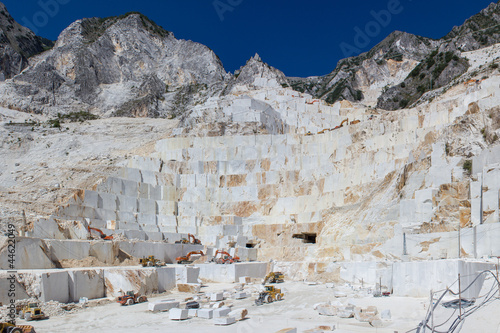 Wall mural cava di marmo bianco