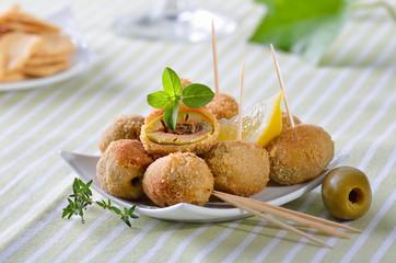 Panierte grüne Oliven - spanische Vorspeise