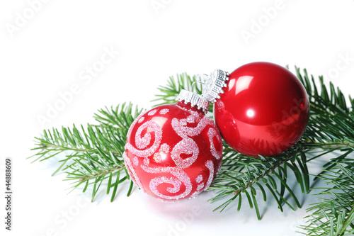 Weihnachtskugeln tannenzweig weisse hintergrund for Weihnachtskugeln bilder