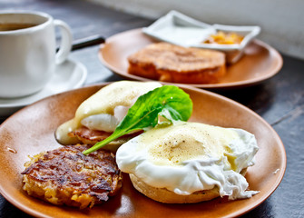 Benedict egg with fried potato