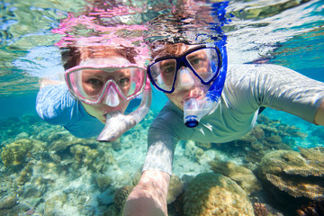 Couple snorkeling Wall mural