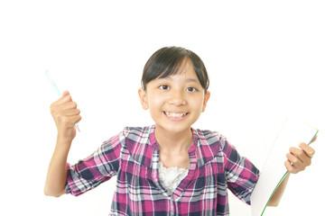 ガッツポーズをしている笑顔の女の子