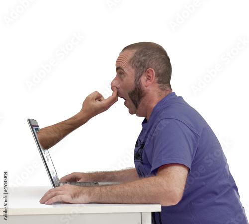 doigts dans le nez devant l 39 cran d 39 ordinateur photo libre de droits sur la banque d 39 images. Black Bedroom Furniture Sets. Home Design Ideas