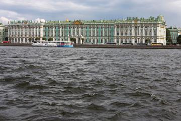 La Neva et l'Ermitage