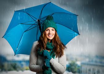 umbrella 01/Mädchen lacht unter dem Regenschirm