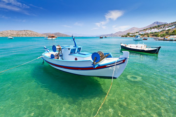 Foto auf Acrylglas Olivgrun Fishing boats at the coast of Crete, Greece