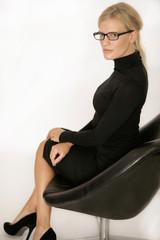 Geschäftsfrau in schwarz