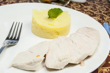 куриное филе и картофельное пюре