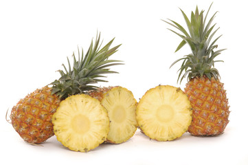 Ananas and its slices