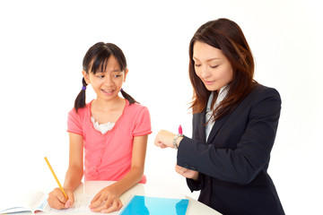 勉強中の女の子と先生