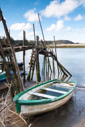 лодка на мели