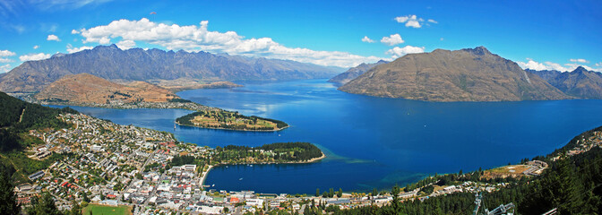 Tuinposter Nieuw Zeeland Queenstown, resort town in Otago in South island of New Zealand